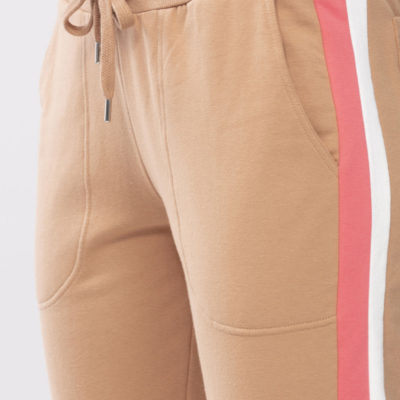 pantalon-algodon-camel-con-franja-lateral-rosa-night-2-day-16567-de-mey-detal