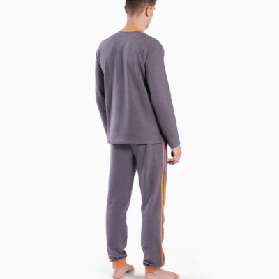 pijama-dos-piezas-largo-hombre-gris-con-detalles-naranjas-munich-glam-0350-back