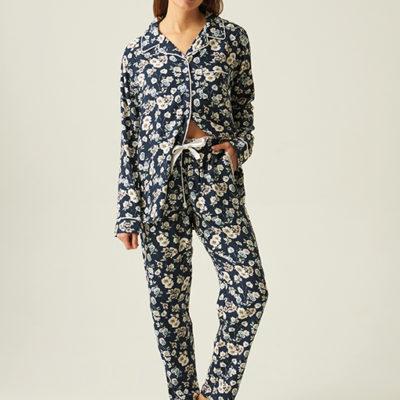 pijama-largo-azul-flores-blancas-blusa-botones-jjb-0200